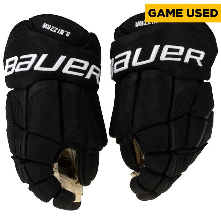 Jake Muzzin Los Angeles Kings Fanatics Authentic Game-Used Black Bauer Gloves from the 2016-17 NHL Season