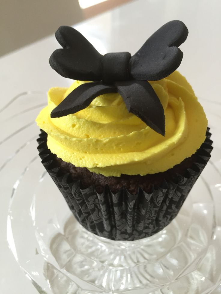 Yellow wiggle inspired cupcakes