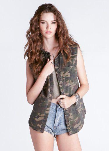 Sleeveless camo shirt - Sleeveless camo shirt featuring front pockets and a hidden button placket.