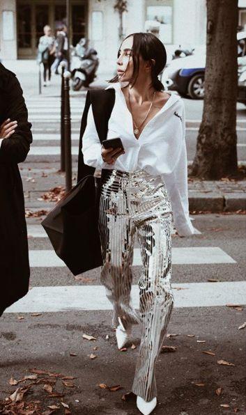 Der metallische Trend bei Damenbekleidung ist heiß. Nicht nur die Nachtwäsche braucht