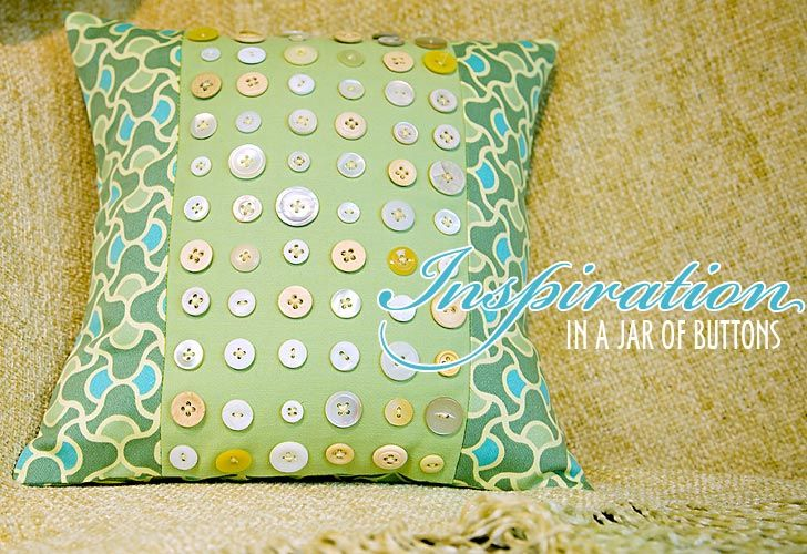cool way to show off buttons: Purses Pincushions Pillows Etc, Buttons Front, Pillows Buttons, Vintage Buttons, Buttons Jars, Buttons Ideas, Buttons Pillows, Buttons Cushions, Cushion
