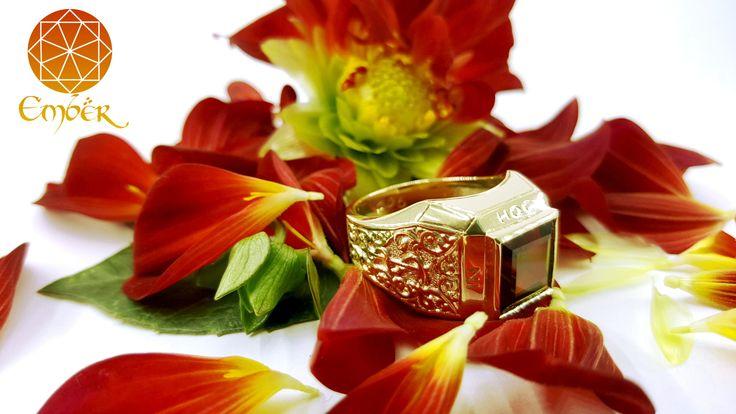 5.59ct garnet set in a 9ct yellow gold signet ring with engraving#engraving#garnet#bespoke#gold#signet#ring#ember