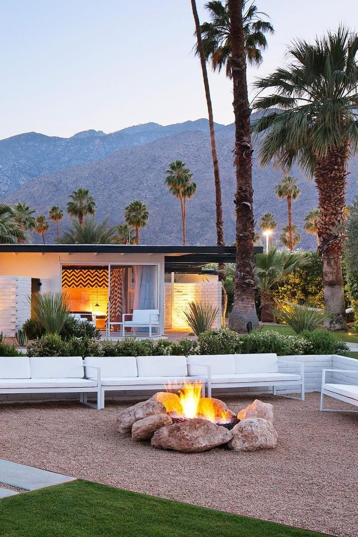 There's a fire pit, bike rentals and guided hikes for guests who prefer the outdoors. L'Horizon (Palm Springs, California) - Jetsetter