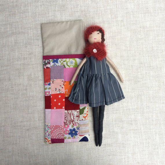 Weiche Puppe im Schlafsack handgemachte Stoff Puppe von Dollisimo