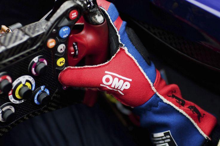 toro-rosso-formula-one-steering-wheel.jpg (1500×1000)