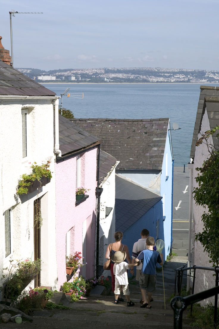 Colourful village lanes at Mumbles (Swansea, UK)