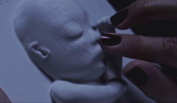 Mujer ciega recibe una impresión en 3d del ultrasonido de su bebé
