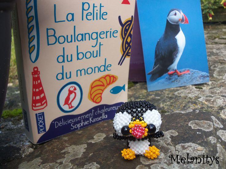"""Voici Neil en perles, le macareux de """"La petite boulangerie du bout du monde"""" de Jenny Colgan. C'est un oiseau que j'aimerai beaucoup aller voir aux Sept-Iles.  Je l'ai réalisé à partir d'un modèle du calendrier de l'avent du site allemand Perlentiere. #Macareux #Puffin #jenfiledesperlesetjassume #beading"""