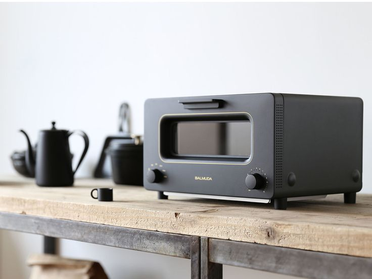 For an appliance that sits squarelyon your countertop, in full view, there certainlyare a lot of unappealing-looking toaster ovens on the market. Our pic