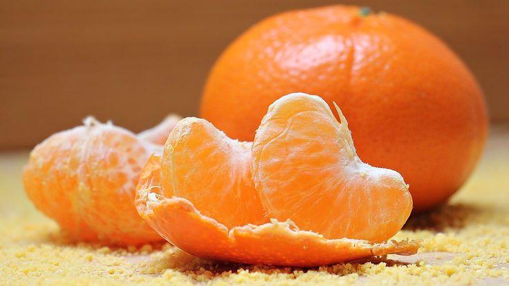Vytvořte si úchvatnou svíčku z mandarinkových slupek