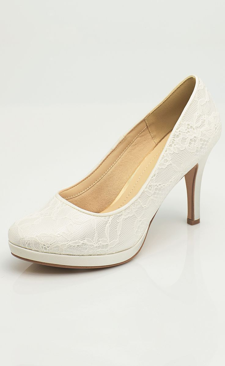 Shoes SURI from AVALIA. Lined with super soft foam and beautifully designed. AVALIA Shoes is a trademark of Bianco Evento. #biancoevento #avaliashoes #bridalshoes #bridalshoescollection #collection2017 #collection2018 #bridalaccessories #weddingideas #bridetobe