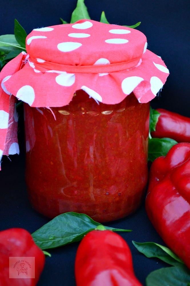 Bulion sau pasta de ardei facut in casa cu gust intens menit sa dea culoare si savoare mancarurilor.