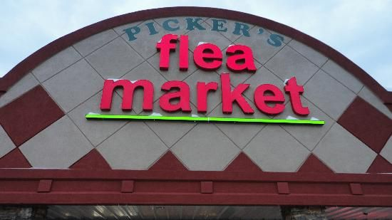 Pickers Flea Market - Down Town Branson's Newest attraction, 20,000 sq ft. Flea Market and Old Time Country Store. Antiques, collectibles, vintage items, primitives.