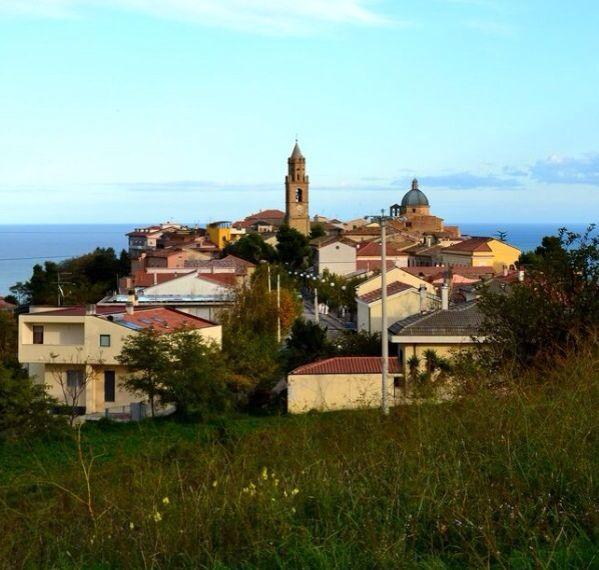 Aryankavu A Beautiful Village: The Beautiful Little Village Of Montepagno Roseto Degli