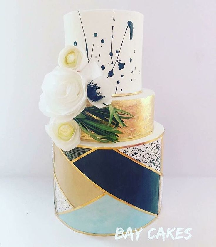 This week, for the first week ever, (we've had some battles before) the #bakedesigneat judges were unanimous in there decision. Rachel, @bay__cakes, you did an amazing job an this cake. It is very unique and creative.  Rachel has landed in our top 3 on a few occasions. She is very talented with gorgeous cakes. Please go check out her work and congratulate her.