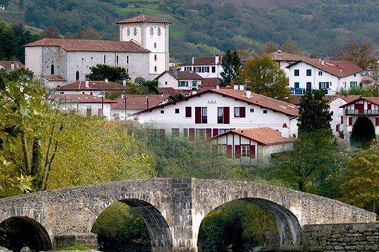 Joli village basque  et son pont romain ascain !
