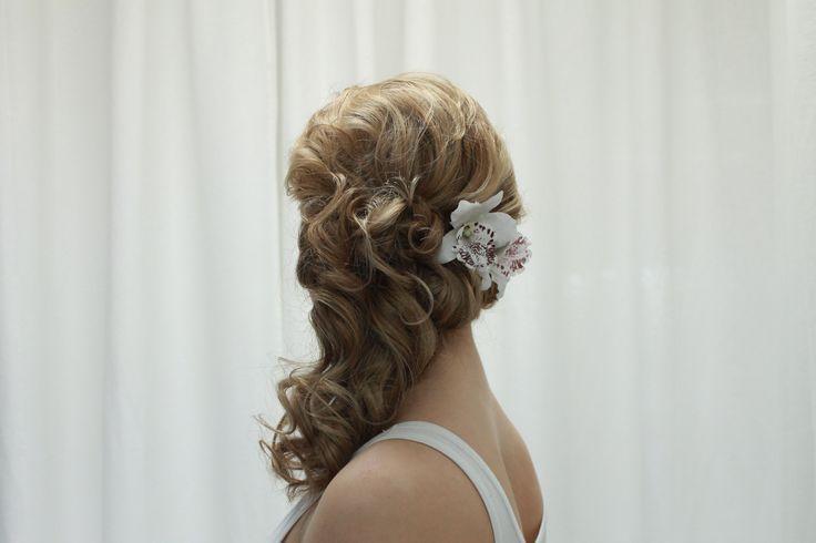 Relaxed curly hairdo for long hair. Hair by Emmi/Parturi-kampaamo Salon Maria Seinäjoki