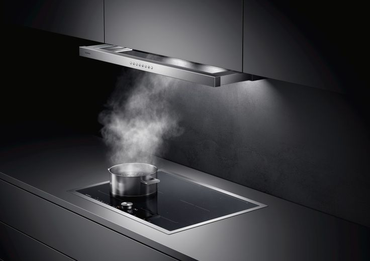 All five versions of the 60 cm and 90 cm elegant AF 210/211 flat kitchen hood can be discreetly incorporated into wall cabinets. The steam screen with its integrated glass panel extends automatically due to a special mechanism.