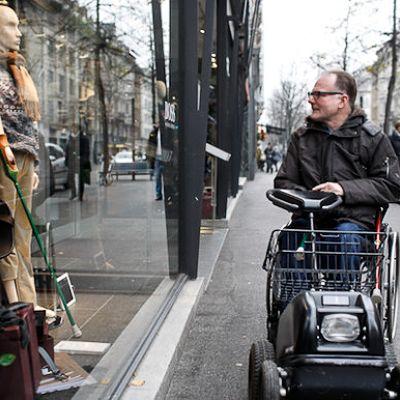 """Pro Infirmis é uma grande organização na Suíça dedicada a dar assistência a portadores de deficiência física. Para isso a organização criou um vídeo publicitário de conscientização intitulado """"Because who is perfect?""""."""