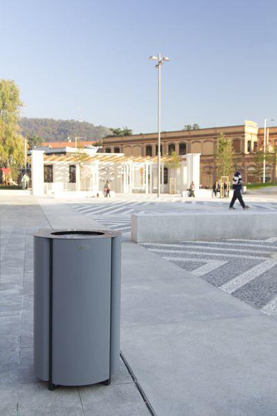 Piazza Fisac | Elwood bin RAL 7046
