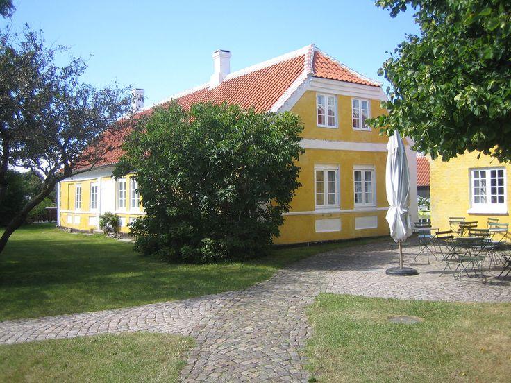 Michael & Anna Anchers hjem på Markvej i Skagen overgik efter datteren Helgas død i 1964 til en fond, og åbnede få år efter som museum. Huset er i dag en del af Skagens Kunstmuseer. I 1989 blev den gule naboejendom Saxilds Gaard føjet til, bl.a. som udstilling, café og museumsbutik.