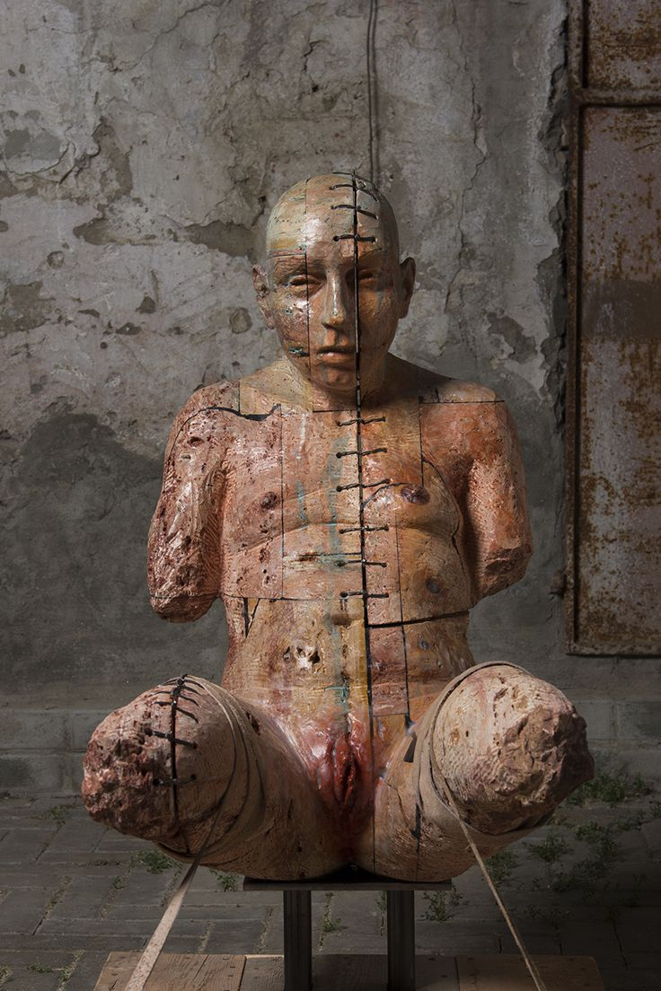 CORPO VI (2015). Stone, iron, wax, wood and leather, cm 57 x 98 x 103. © Christian Zucconi