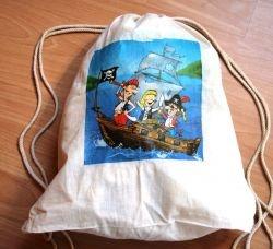 Piraten  http://bastelzwerg.eu/Turnbeutel-mit-Namen---Piraten-auf-grosser-Fahrt?source=2&refertype=1&referid=158