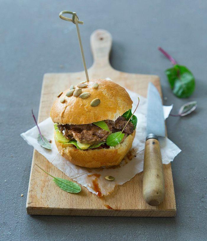 { NEW POST } du pulled-pork des buns à la farine de maïs et de la sauce barbecue maison la définition du bonheur est sur le blog !  #foodstyling #foodphotography #foodporn #burger