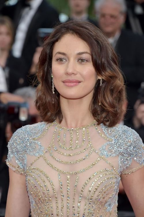 Olga Kurynlenko à la montée des marches du film The Meyerowitz Stories au Festival de Cannes 2017