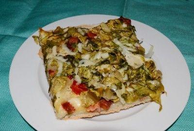 Pizza cu bacon si salata - Pizza cu bacon, mozzarella, ceapa si salata este o alternativa rapida la retetele clasice si are un gust inedit