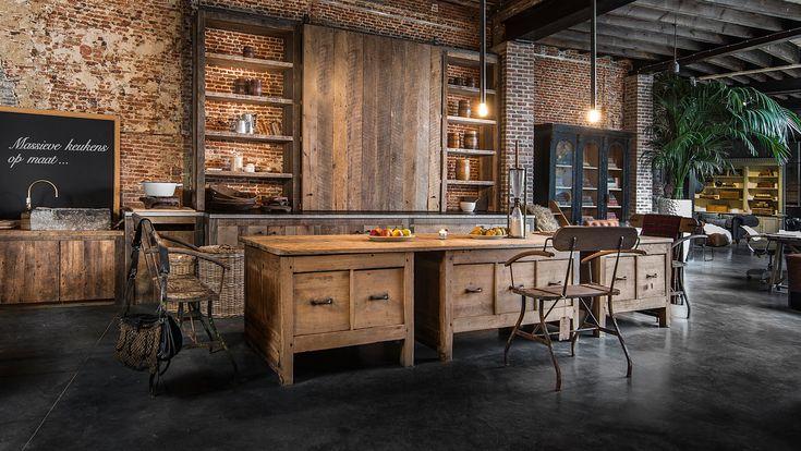 Massief eiken, houten keuken - Solid oak kitchen with soft-closing technique - Dé blikvanger van WoonTheater Zuid Eyecatcher in our Antwerp showroom - #WoonTheater