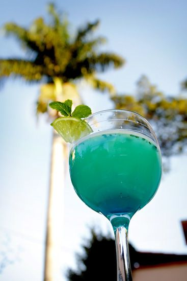 Turquoise  wedding drink recipes, cocktail feature