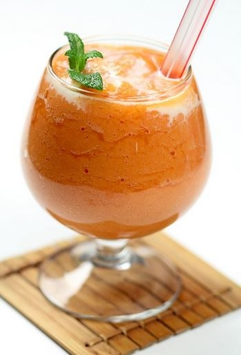 Papaya Drink <3  Blend a small amount (around 200 grams) of green papaya with other fruits and some water in the blender and drink. It is best to drink it first thing in the morning and also throughout the day. It is also useful to eat mostly, or only alkaline forming foods, as this will assist the cleansing process. The person may also take a psyllium shake twice a day and a herbal laxative such as senna to assist the cleansing process...