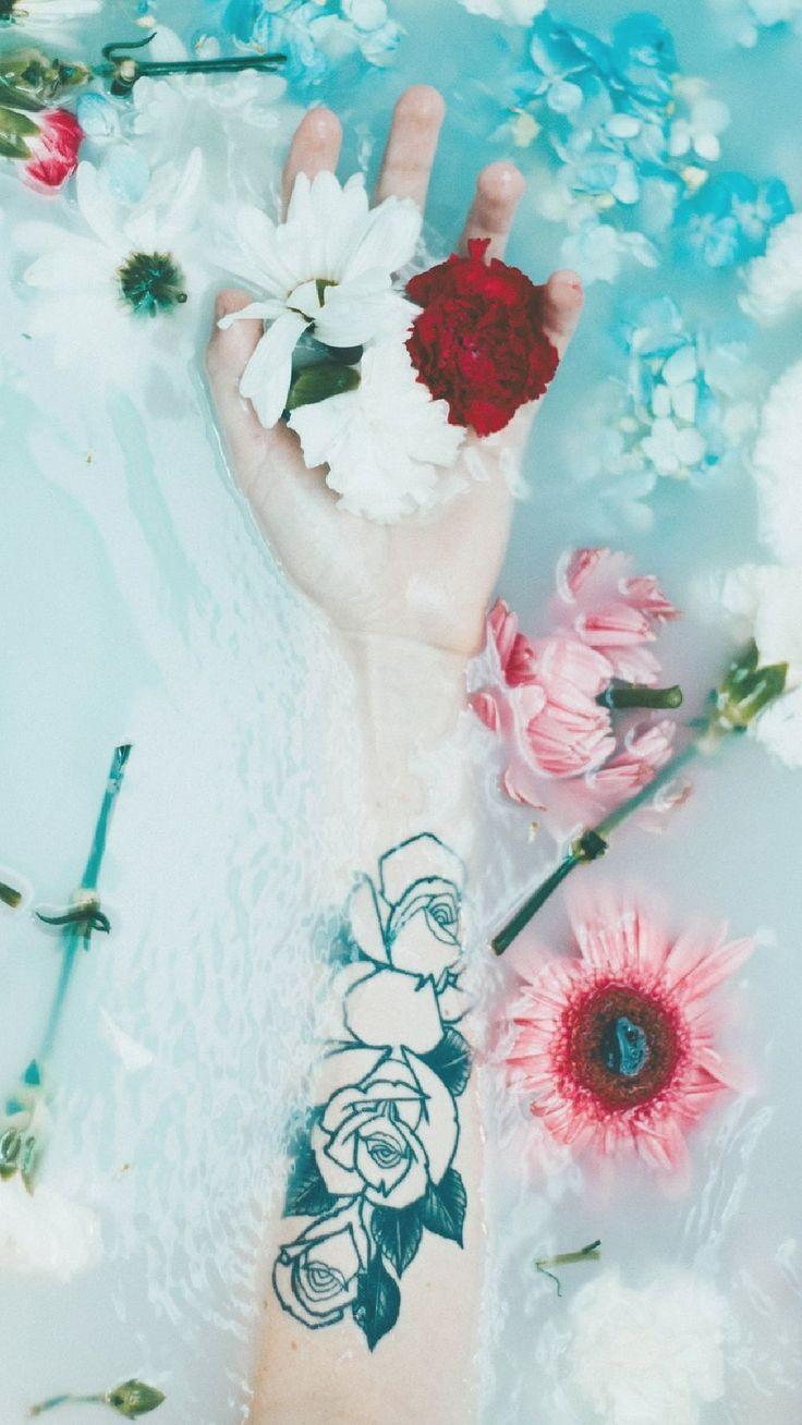 Wallpaper tattoo flower blue aesthetic Tumblr A flor de