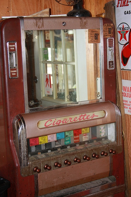 Old cigarette vending machine - photo by DREAMLAND PHOTOGRAPHY SA
