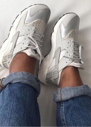 Kaufe meinen Artikel bei #Kleiderkreisel http://www.kleiderkreisel.de/damenschuhe/turnschuhe/137285478-nike-air-huarache-wmns-sneaker-beige-light-bone-neu
