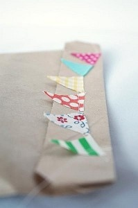 Repurpose scraps of fabric into creative packaging: Craft, Bunting Card, Wrapping Papers, Gift Wrapping, Paper Bags, Mini Bunting, Fabric Scrap, Packaging Idea, Creative Packaging