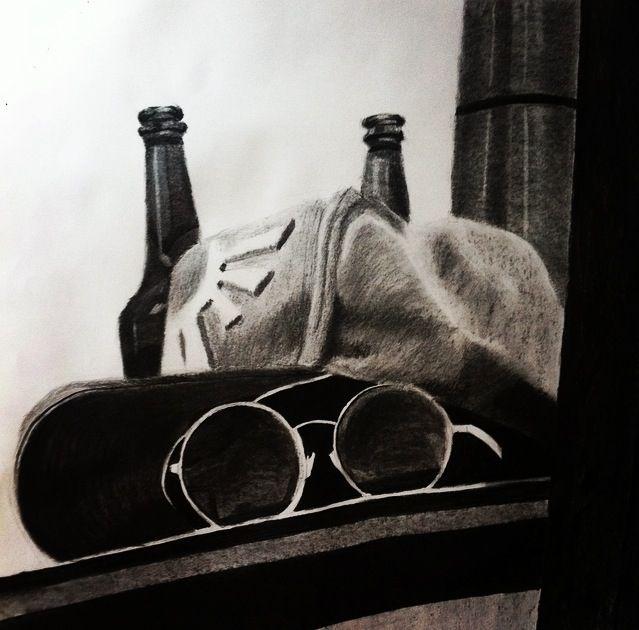 #art #arte #kunst #illustratie #illustration #illustrazione #houtskool #charcoal #stilleven #zonnebril #sunglasses #bier #beer #birra #cap #skater #hat #blackwhite #zwartwit #realisme #realism #realistic #schaduw #shadow