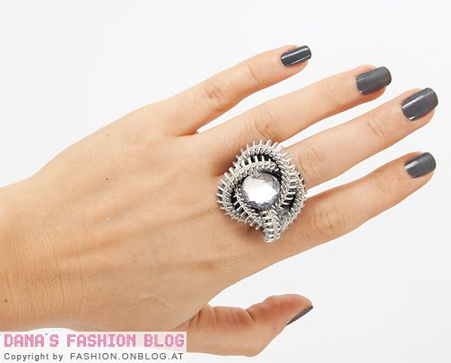 Jewelry DIY Tutorial: Zipper Ring