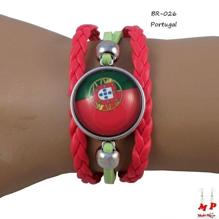 Bracelet drapeau du Portugal en similicuir. Longueur: 16+5cm. Drapeau sous dôme en verre de diamètre 2,2cm.