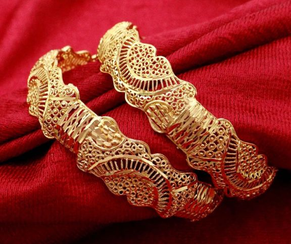 These bangles have flawless golden finish for added attraction.
