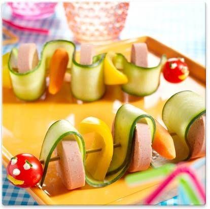 Kips   Vrolijke komkommerslangen! Simpel en gezond #traktatie #gezond #komkommer