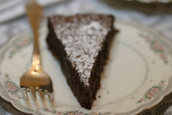 Intense chocolate mousse cake recipe from Nigella Lawson (Photo: Andrew Scrivani for The New York Times)