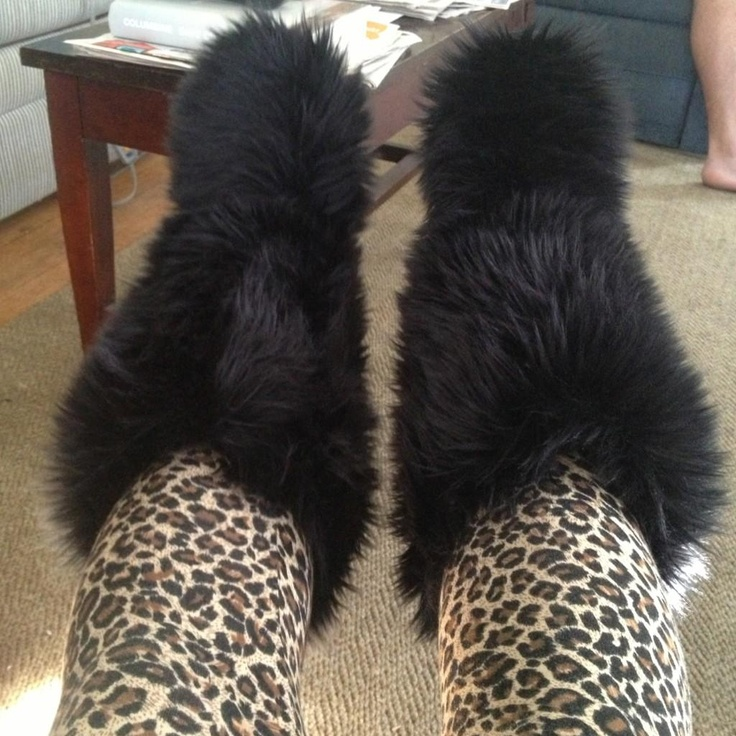 leopard leggings and black fluffy boots