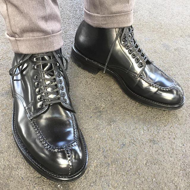 2016/10/12 09:07:11 masayaszk 今日初おろしの#タンカー 。 昨日から#ブーツ が履きたくなりました。 今日はコードバン🐴を履く人多いんじゃないでしょうか👍🏻👞 According to weather forecast,we have good #autumn weather,so I wear #tanker boots. #alden #オールデン #leathershoes #horween #shellcordovan #fashion #kicks #todayskicks #KOTD #aldenarmy #YOLO #follow #like4like #l4l #tagsforlike #tflers #instagood #instadiary #instalike #instapic #instaphoto #madeinusa #leathergoods #shoestagram #instashoes #shoeporn