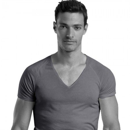 shirtless-grey-v-neck-undershirt-fit-feature