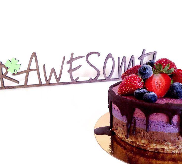 Десерты RAWESOME! теперь можно попробовать в первой студии для шикарного тела @slim_bar_krsk по адресу: Краснодарская 35.  Приходите на массаж и отметьте это дело здоровым десертом каждая калория которого зарядит энергией а суперфуды в составе улучшат самочувствие повысят жизненный тонус улучшат пищеварение и помогут в борьбе с лишним весом . . . #RAWESOME…