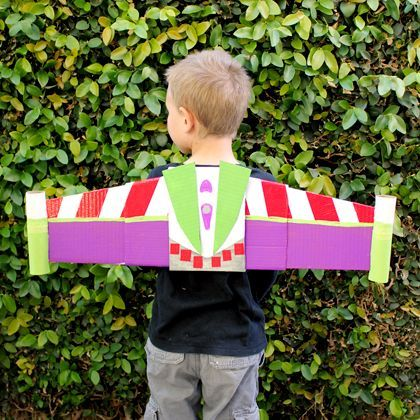 Disney Infinity-Inspired Buzz Lightyear Jetpack for dress up play with free pattern and instructions #DisneyInfinity