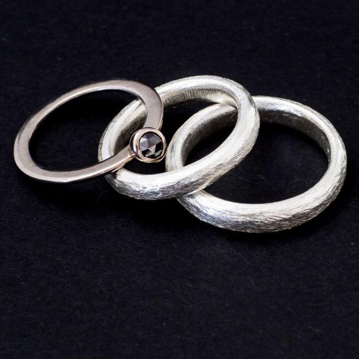 Silberne Trauringe mit schwarzer Diamantrose von der Goldschmiede Mussel aus Mainz, Germany.