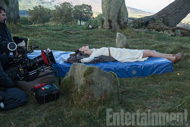 'The Making of Outlander': Maril Davis talks 5 exclusive photos from behind-the-scenes book | EW.com